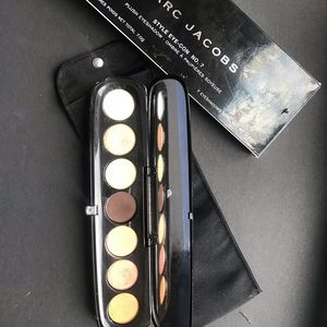 Eyeshadow palette by Marc Jacobs in The Dreamer